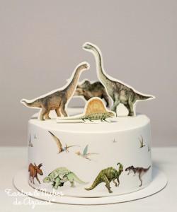 Receta Tarta  Dinosaurios, decorada con papel de azúcar sobre fondant